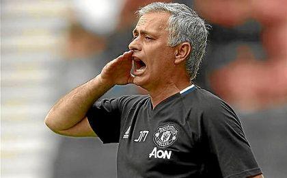 José Mourinho, en un partido con el Manchester United.