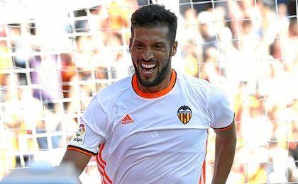 Garay marcó un gol en su debut con el Valencia.