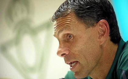 Gustavo Poyet, durante una rueda de prensa.