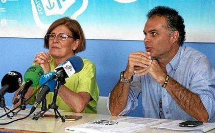 La presidenta, Rosa Espada, junto al abogado Juan Ramón Cotán Pinto.