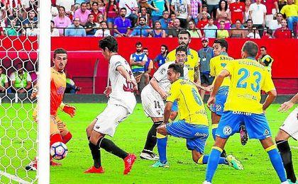 Carlos Fernández anotó el sábado el tercer gol del Sevilla este curso tras botar un córner.