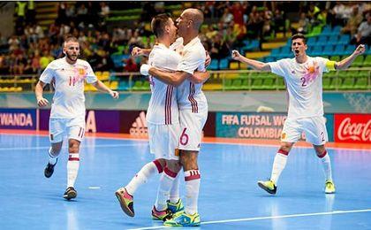 España celebra uno de los tantos ante Azerbayán.