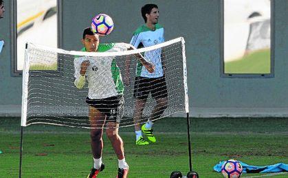 El hispano-argentino sigue a la espera de poder debutar oficialmente como verdiblanco.