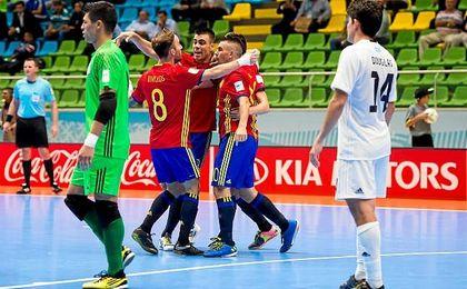 La Roja celebra el pase a cuartos en el mundial de Colombia.