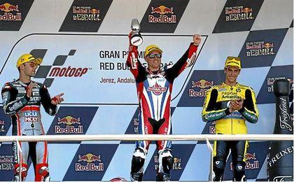 En la imagen, Sam Lowes, Folger y Rins en el podio del pasado GP de España.