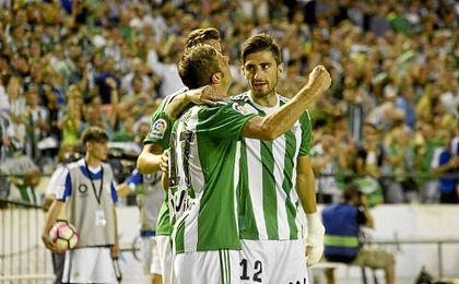 Joaquín celebra el 1-0 ante los costasoleños.