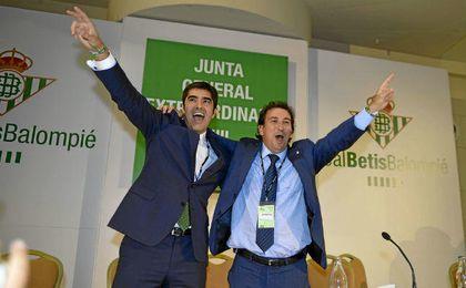 �ngel Haro y L�pez Catal�n, hace un a�o, celebrando su victoria.