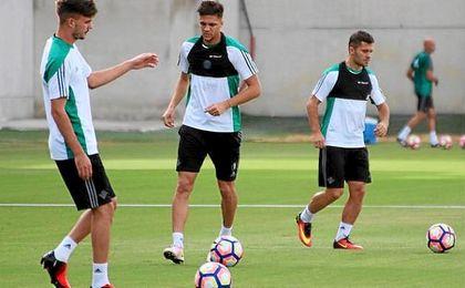 Jonas y Durmisi, junto a José Carlos, en el entrenamiento de este lunes.