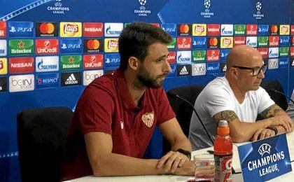 Sampaoli y Pareja, en sala de prensa.