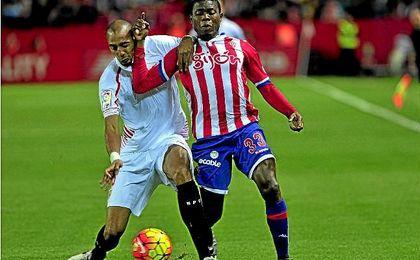 El sevillista Nzonzi con Ndi en un lance de uno de los encuentros entre Sevilla y Sporting la pasada campaña.