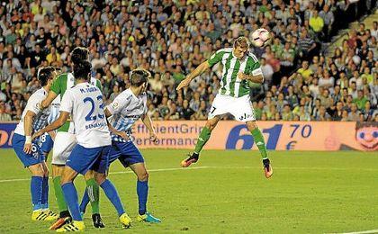 El de cabeza es de los remates menos realizados por el Betis por ahora, pero dio la victoria con el Málaga.