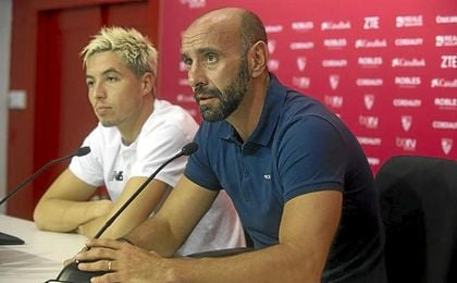 El director deportivo Monchi, durante la presentación de Samir Nasri.