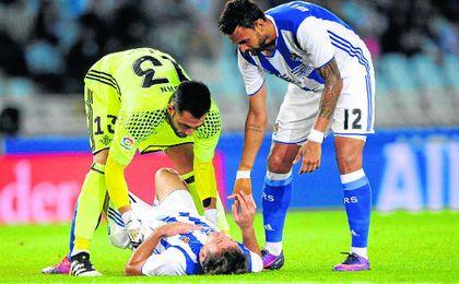 Antonio Adán preocupándose por la situación de Oyarzábal