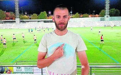 Rubén Rodríguez posa en el Nuevo Estadio Ciudad de Alcalá.