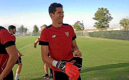David Soria, sonriente, en el entrenamiento de hoy.
