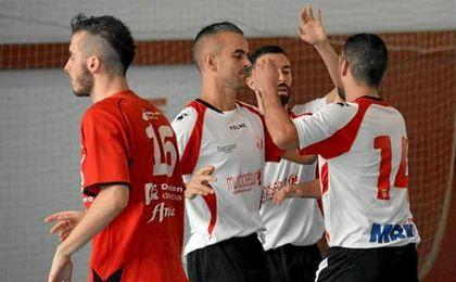 El quinteto trianero celebra unos de los goles anotados en la victoria ante el Bujalance.