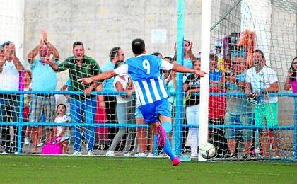 Del Valle celebra el tanto del empate ante el Cádiz B la pasada jornada.