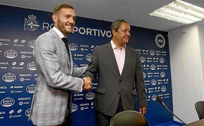 Lucas Pérez, durante la rueda de prensa de despedida del Deportivo.