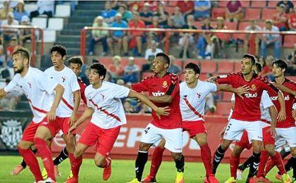 Carlos Fernández y Diego González en el partido frente al Nástic de Tarragona.