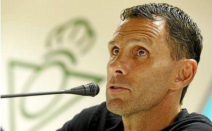 Gustavo Poyet ha aprovechado el par�n para desgranar los detalles del Betis hasta el momento.