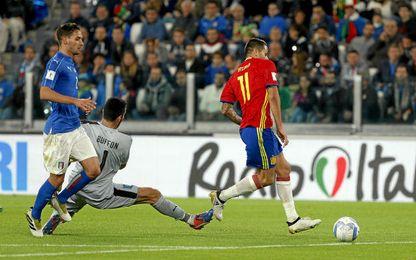 Vitolo marcóa puerta vacía tras el fallo de Buffon.