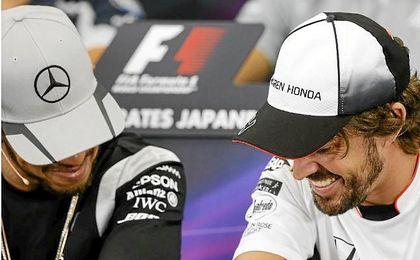 Lewis Hamilton y Fernando Alonso en la previa del GP de Japón.