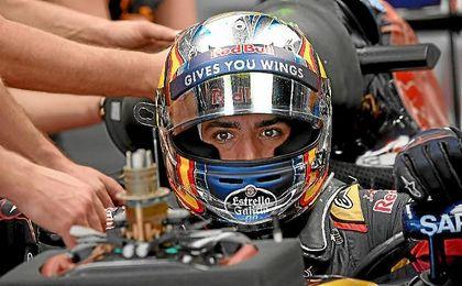 Carlos Sainz, en su monoplaza en el Gran Premio de Japón.