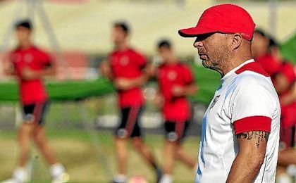 Jorge Sampaoli, técnico del Sevilla, en un entrenamiento.