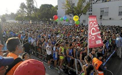 La #Sevilla10 acogi� a 10.000 corredores.