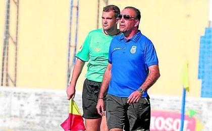 Andrés Millán fue destituído ayer como técnico de la AD Nervión.