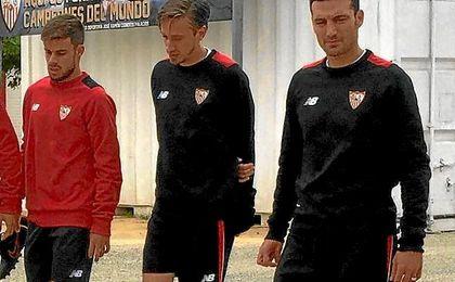 Lionel Scaloni, junto a Matías Manna en la sesión de hoy.