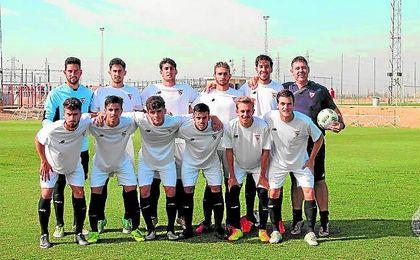 En la imagen, once titular del Sevilla C alineado por Chesco en el duelo contra el Cabecense.