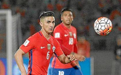 Felipe Gutiérrez, en un partido con Chile.