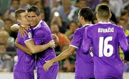 Varane abrió la cuenta goleadora del Real Madrid.