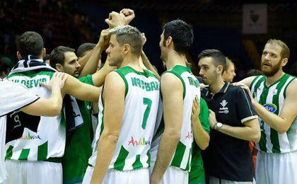 Zoric, Chery y Stojanovski guiaron al equipo en el primer triunfo como local.