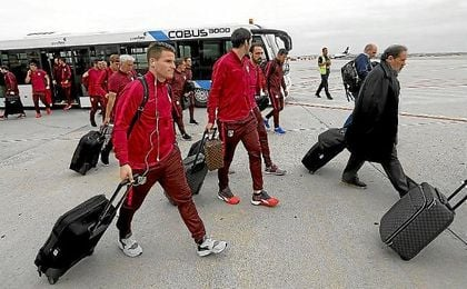 Los jugadores del Atlético, durante su viaje hasta Rostov.