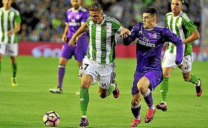 Joaquín, en un lance del partido ante el Real Madrid.
