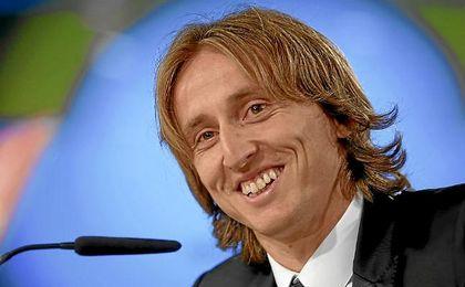 Modric, en sala de prensa tras su renovación.