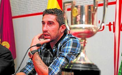 Ivica Dragutinovic se marchó del Sevilla entre lágrimas en 2011, pero sigue muy atento a su ex equipo.