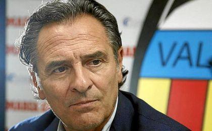 """Cesare Prandelli: """"Debemos mantener la organización, el orden y cada vez que perdamos el balón subir la presión para robar""""."""