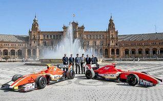 Exhibición de monoplazas de Fórmula V8 3.5 en las calles de Sevilla y Jerez