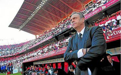 Joaquín Caparrós durante su visita al Sánchez Pizjuán.
