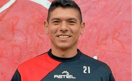 El futbolistas cansado de la situación cambia su apellido por Ayala.
