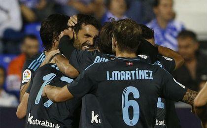 Xabi Prieto celebra el segundo gol.