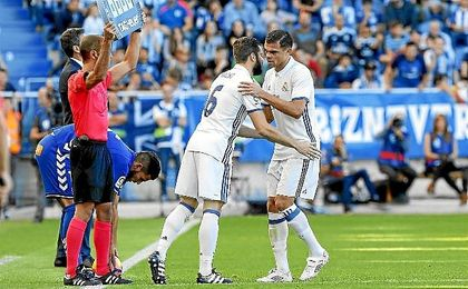 Pepe fue sustituido por Nacho ante el Alavés tras caer lesionado.