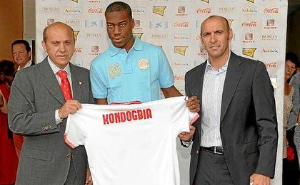 Presentación de Kondogbia, uno de los jugadores en los que el Sevilla trabajó con Doyen Sports.