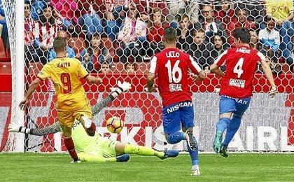 Vietto bate a Cuéllar para hacer el 0-1; el único gol entre tantas ocasiones.