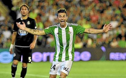 Rubén ve cómo, tras tres años y medio sin perderse un partido, Poyet medita su suplencia.