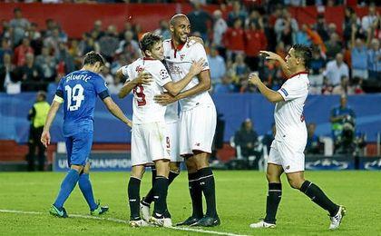 Los jugadores del Sevilla celebran uno de los cuatro goles que le endosaron el pasado miércoles al Dinamo de Zagreb.