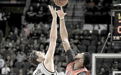 Gasol aportó ocho puntos al anotar 4 de 9 tiros de campo, capturó seis rebotes, dio dos asistencias y puso dos tapones.